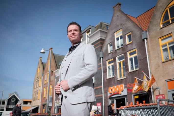 COOP-eigenaar Frits Alma voor zijn winkel